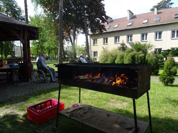 Pierwszy wiosenny grill w ogrodzie Dps